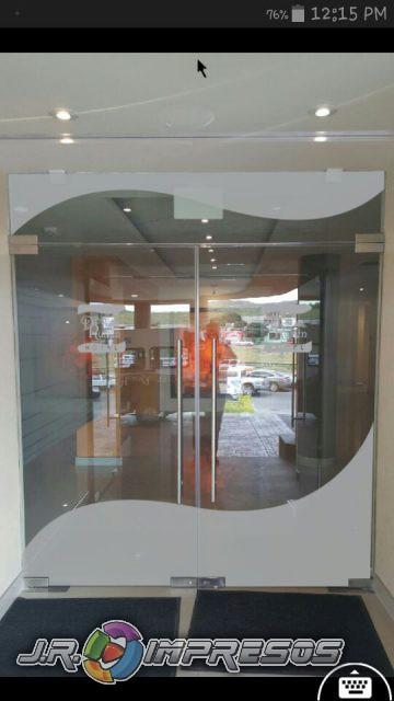 Arenado sobre vidrio o base.